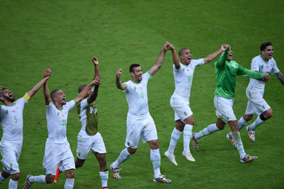 Algeria's players celebrate at the end of the Group H football match between South Korea and Algeria at the Beira-Rio Stadium in Porto Alegre during the 2014 FIFA World Cup on June 22, 2014. Algeria won 4-2.  AFP PHOTO / PEDRO UGARTE
