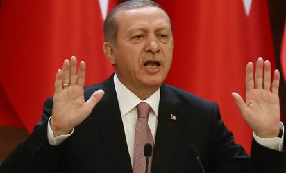 """Turkish President Recep Tayyip Erdogan delivers a speech during a mukhtars meeting at the presidential palace on November 26, 2015 in Ankara. President Recep Tayyip Erdogan on November 26 said Turkey does not buy any oil from Islamic State, insisting that his country's fight against the jihadist group is """"undisputed"""". AFP PHOTO"""