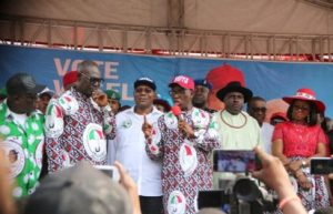 Governor Ifeanyi Okowa (3rd right), flanked by his wife, Dame Edith (right), his Deputy, Barr. Kingsley Otuaro (3rd left), former Governor, Chief James Ibori (2nd right), State PDP Chairman, Kingsley Esiso, (2nd left), and the Speaker of the State House of Assembly, Rt Hon Sheriff Oborevwori (1rst left), addresing Deltans and party faithfuls during the campaign while former Governor of Delta state, Chief James Ibori and other leaders of the party look on.