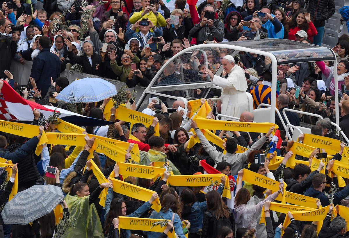 On Palm Sunday, Pope says Church needs to be humble