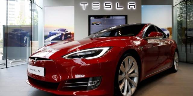 Tesla, Shares Goldman Sachs