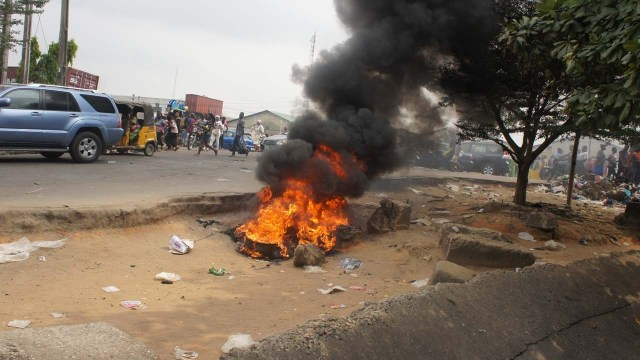 Three armed robbers set ablaze in failed bank robbery in Oyo