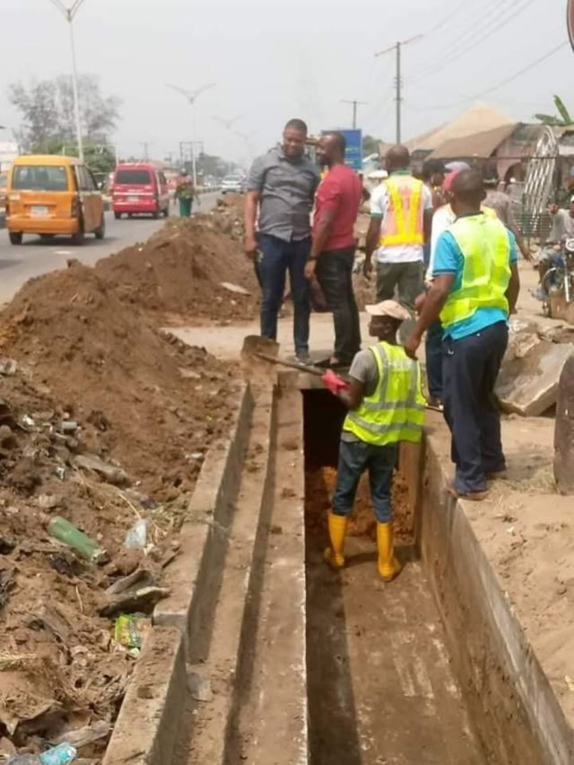 The administration of Governor Udom Emmanuel is not giving up on tackling recurrence of flooding in Uyo, the Akwa Ibom state capital and other parts of the state. Despite spending over N3billion on erosion control projects in different parts of the state, the Udom Emmanuel administration is undertaking regular desilting of drains and opening up new drainages to prevent flooding - hence lost of lives and properties - ahead of this year's rainy season.