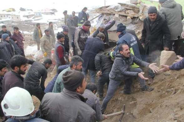 Earthquake kills nine in Turkey, injures dozens in Iran