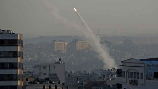 Hamas fires rockets into sea in 'message' to Israel