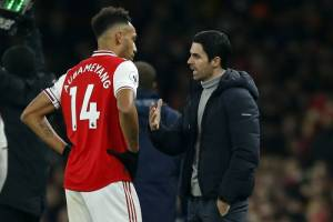 Carragher offers Arsenal advice over Aubameyang's future
