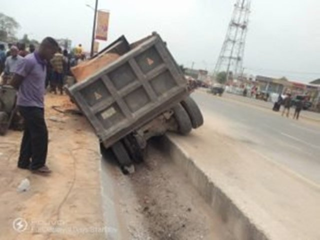 Anger As truck crushes two undergraduates in Ekiti
