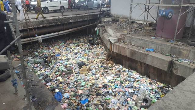 Residents kill, dump bodies of three robbery suspects in Lagos canal