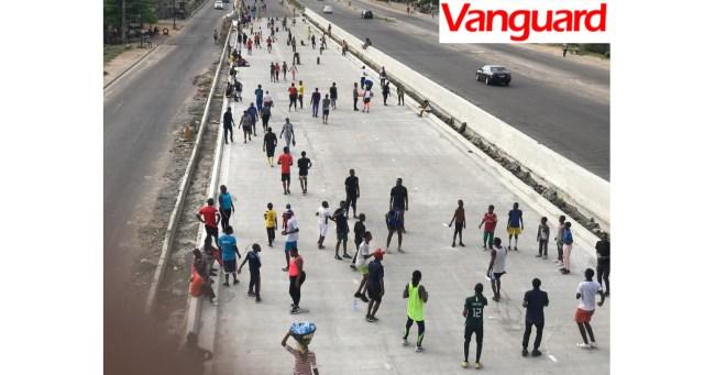 Nigerians shake off coronavirus lockdown boredom with group exercise