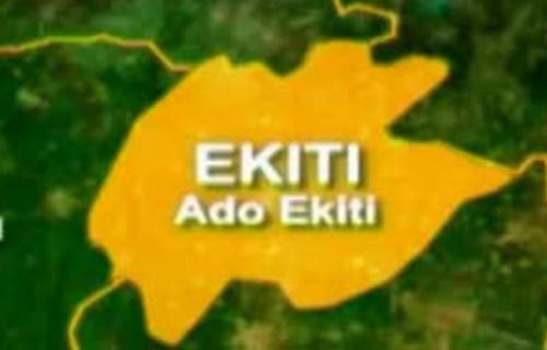 Ekiti Obaship tussle : Armed security men, govt officials invade palace