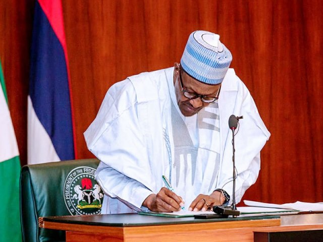 Breaking: Buhari signs executive order on financial autonomy of state legislature, judiciary