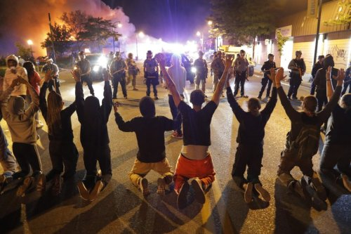 Thousands ignore Minneapolis curfew as US protests spread over death of George Floyd s