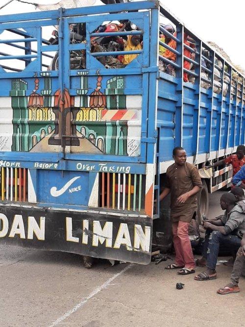 Kwara police intercepts 50 passengers hidden inside trailer load of fruits