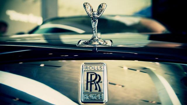 UK engine-maker Rolls-Royce cuts 9,000 jobs