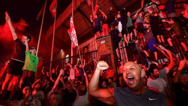 COVID-19: British police rebuke Liverpool fans after street party