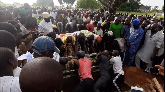 Alhaji Tsav being interred in Makurdi
