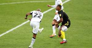 Ayew scores spectacular strike to give Swansea play-off advantage