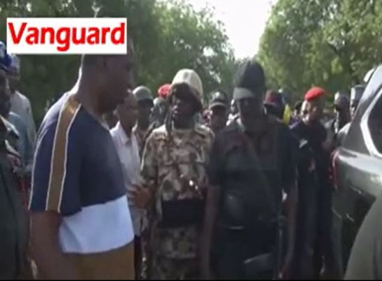Gov Zulum tackles army sector commander after Boko Haram attacks his convoy