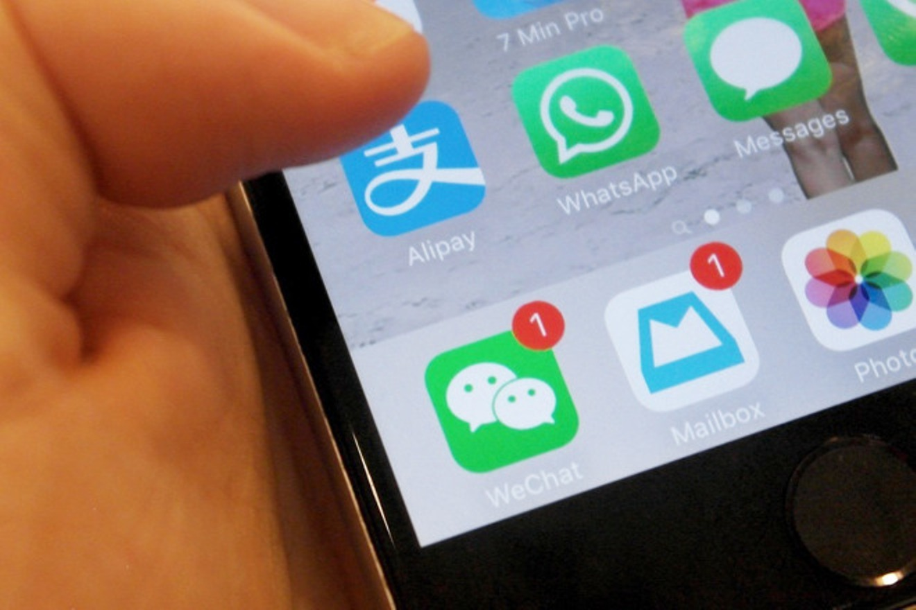 Chinese to boycott Apple if US bans WeChat app