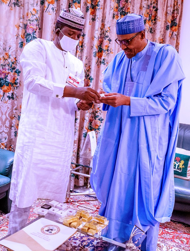 Zamfara 5 President Buhari receives a briefing from Gov Matawalle