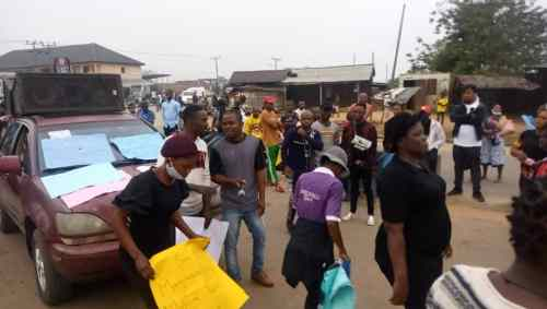 Update on Ndokwa protest: Police deploy men to disperse protesters, remove barricades