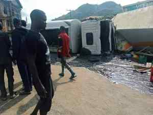 Sad Saturday as diesel truck crushes pregnant woman, her 2 children, 3 others to death in Ondo