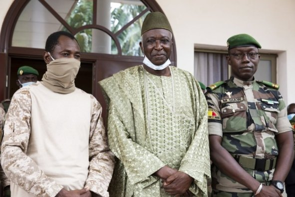 Mali interim president vows handover within 18-month limit
