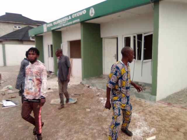 Looting spree in Osun, as hoodlums break into government, private property