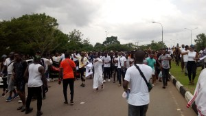 VIDEO: Hoodlums attack #ENDSARS protesters at Alausa