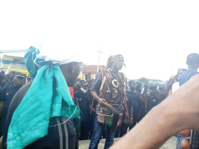 #EndSARS: Osun hunters join protest