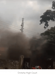 VIDEO: Onitsha High Court set ablaze by irate youths