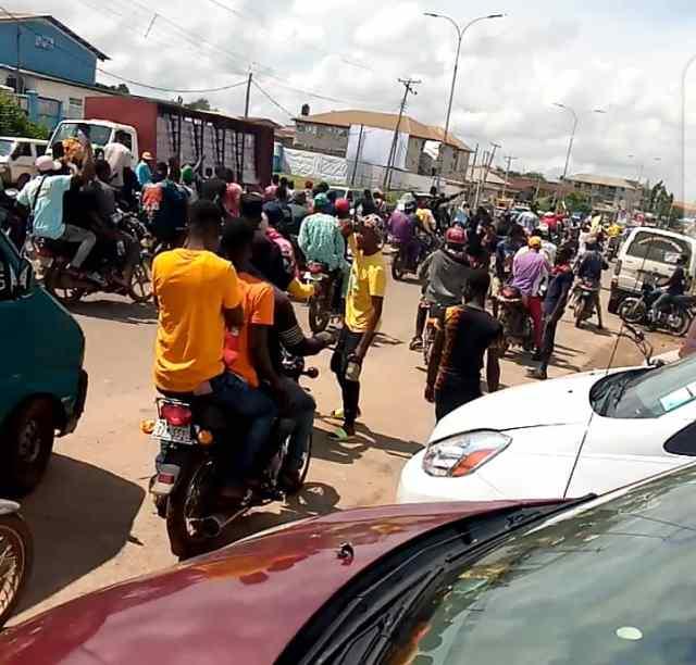 #EndSARS protesters in Osogbo heading to Governor's Office in Osogbo