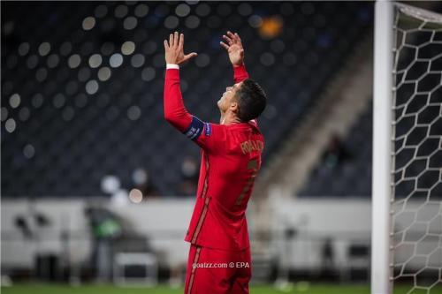 Ronaldo returns to Italy despite coronavirus infection
