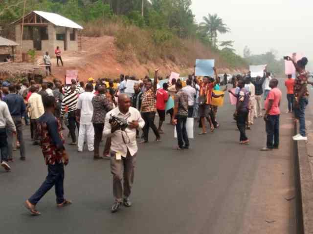 EXTORTION: Ondo loggers block Benin-Lagos highway