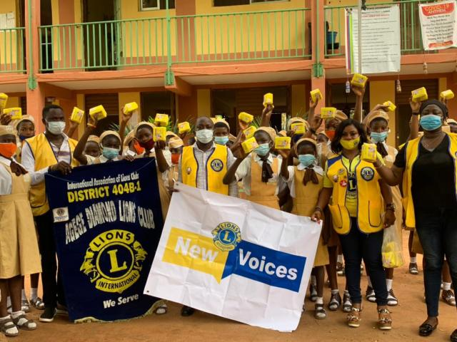 Agege Diamond Lions Club donates sanitary pads to female pupils