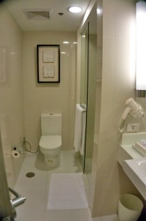 THE QUEST HOTEL – CEBU CITY, PHILIPPINES - The bathroom