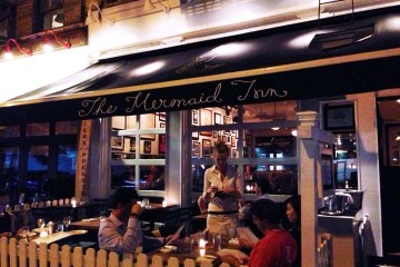 THE MERMAID INN – NEW YORK CITY, NY – USA - The terrasse at the restaurant