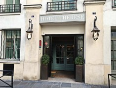 Hotel Therese Entry