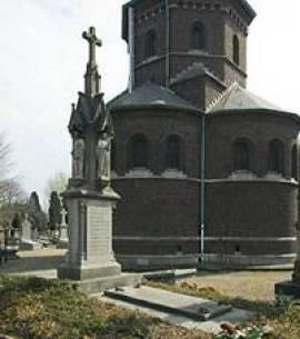 Cuypers gerestaureerd grafmonument aan de voet van de bisschoppelijke Grafkapel. Foto: Jan Straus