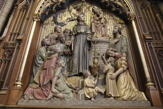 Paterskerk te Eindhoven, altaar van Nicolaas van Tolentijn, een van de topstukken van Atelier Custers (circa 1900-1910). Foto Barbara Bonfrer van franken-pm.nl, 2014.