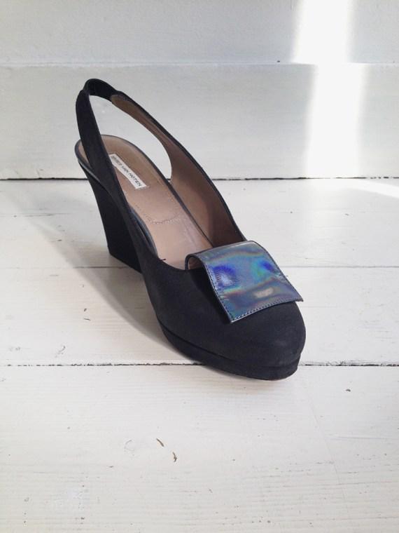 dries_van_noten_holographic_pumps_black_front