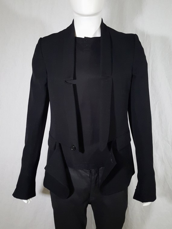 Ann Demeulemeester black blazer with cut panel runway fall 2011 _142401
