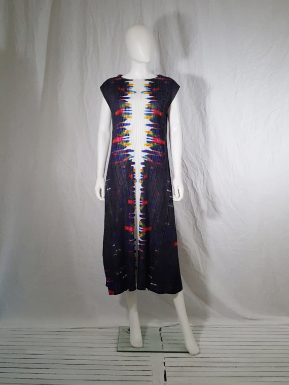 Issey Miyake printed pleated dress _144403