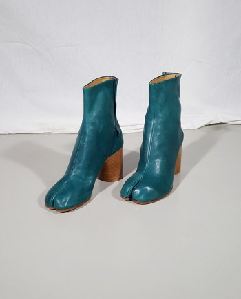 Maison Martin Margiela green tabi boots with wooden block heel (40)