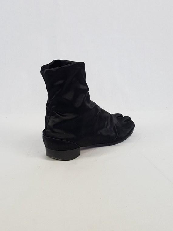 vintage Maison Martin Margiela black satin tabi boots with low heel fall 1998 105410(0)