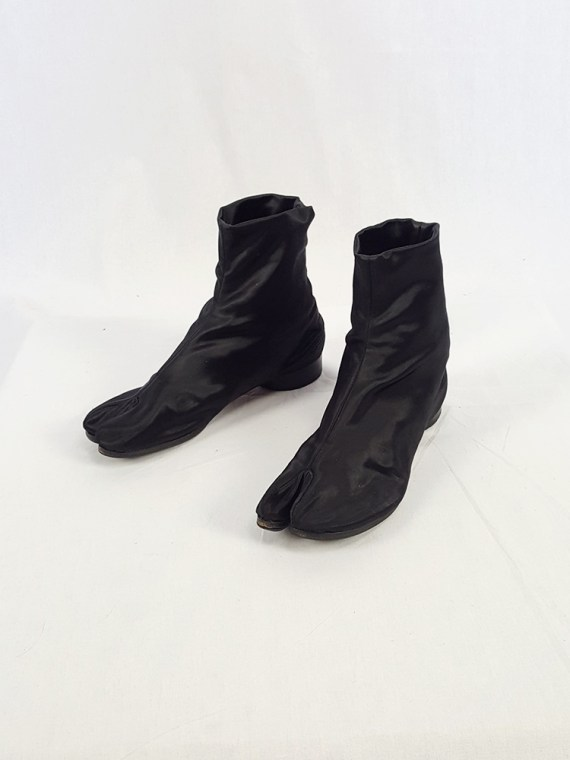 vintage Maison Martin Margiela black satin tabi boots with low heel fall 1998 105610