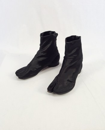 Maison Martin Margiela black satin tabi boots with low heel (37) — fall 1998