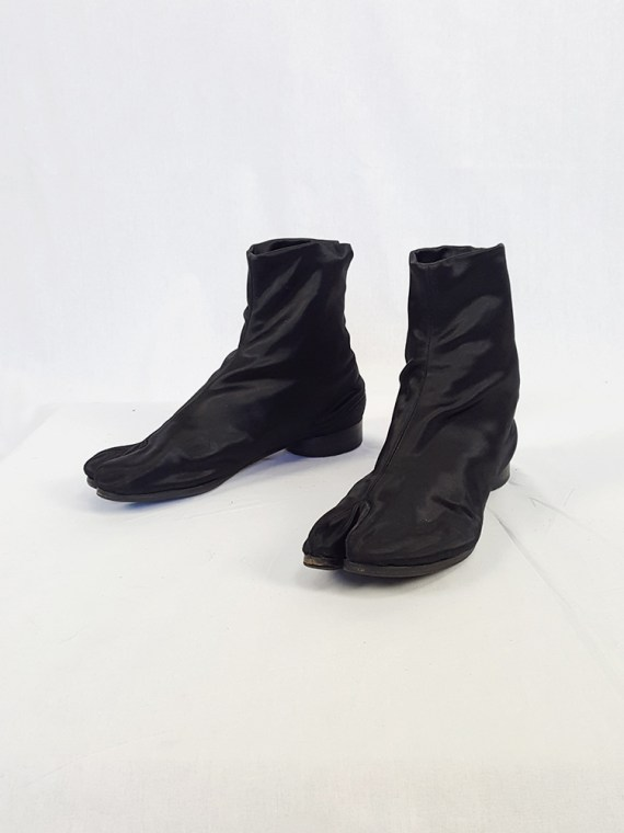vintage Maison Martin Margiela black satin tabi boots with low heel fall 1998 105632