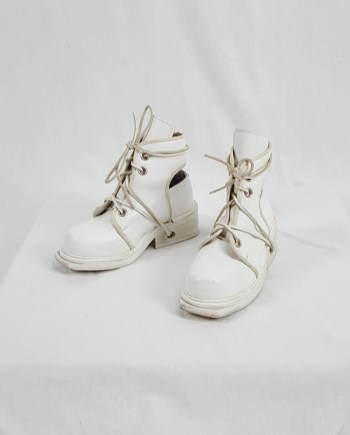 Dirk Bikkembergs white mountaineering boots with laces through the soles (36.5) — 90's