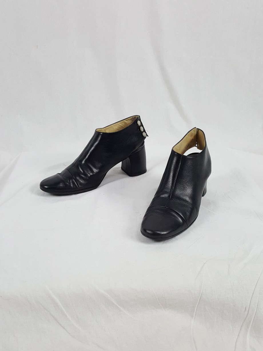 Ann Demeulemeester black pumps with cut out and banana heel (39) — 90's